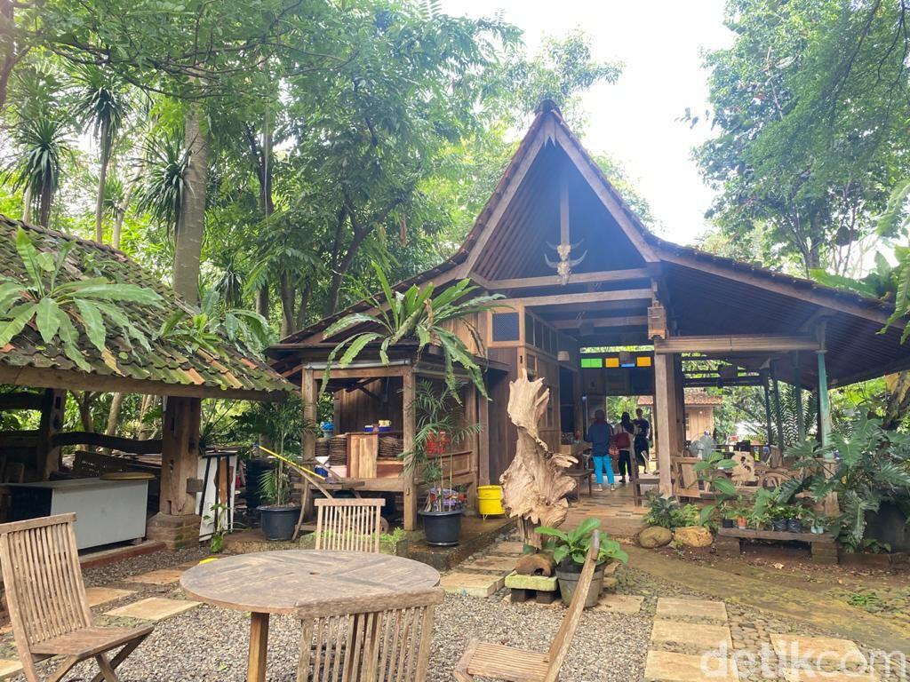 Joglo Nusantara: Makan Mi Lethek dan Nasi Liwet di 'Hutan' Pinggir Situ Pengasinan