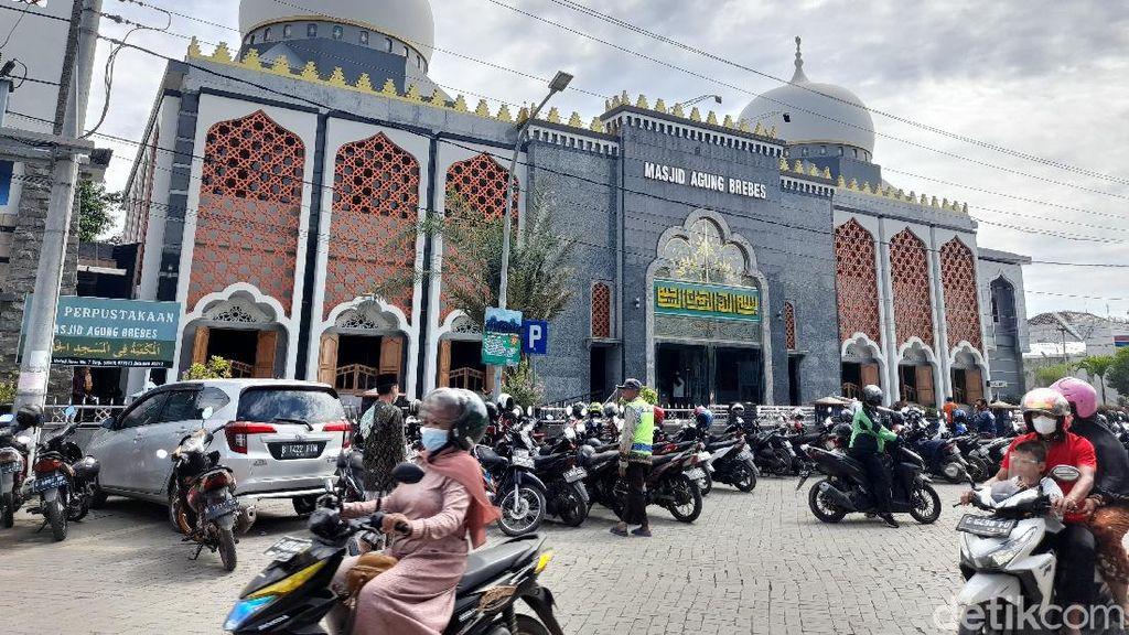 Masjid Agung Brebes Tetap Gelar Salat Jumat di Tengah Zona Merah
