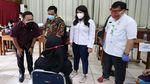 Momen Komisi IX DPR Tinjau Vaksinasi di Jakbar