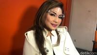 Nia Daniaty Jawab Kabar Kedekatan dengan Andre Hehanusa