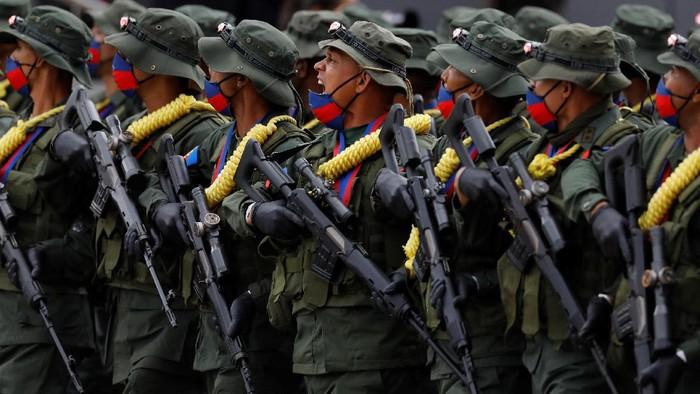 Venezuela memperingati 200 tahun perang kemerdekaan di tengah pandemi COVID-19. Peringatan dimeriahkan parade militer.