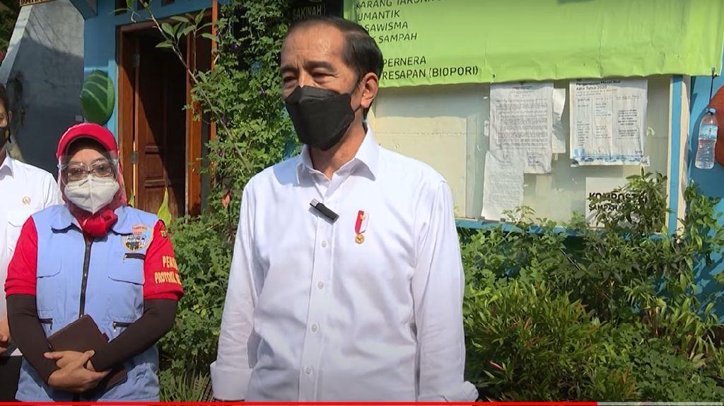 Jokowi Dadakan Tinjau PPKM Mikro di Jakpus, Tekankan Pengawasan Lapangan