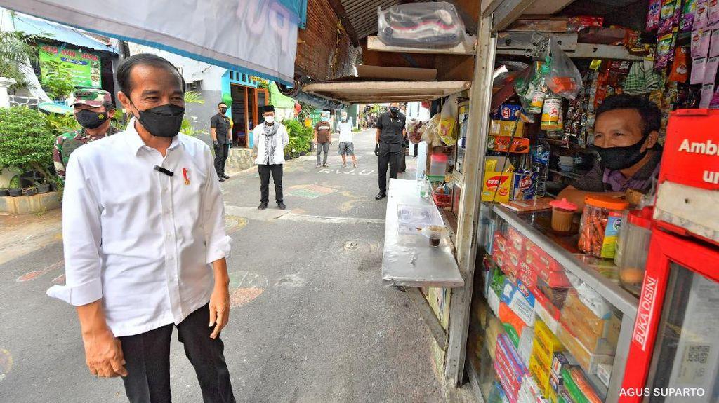 Saat Jokowi Sidak Lokasi PPKM Mikro di Cempaka Putih