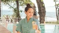 Momen Seru Shandy Aulia dan Keluarga Saat Kulineran di Bali