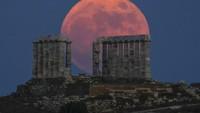 Penampakan Bulan Purnama Stroberi yang Memukau