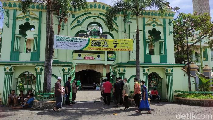 Suasana Jumatan di Masjid Agung Kauman Semarang, Jumat (25/6/2021)