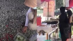 Tak Suka Ada Saingan, Penjual Kerupuk Ini Tega Hancurkan Dagangan Penjual Laksa