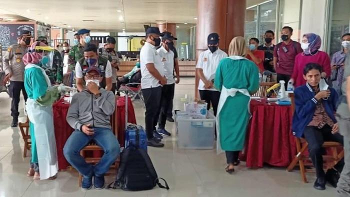 Tes antigen ulang di Pekanbaru bagi para penumpang pesawat (Raja-detikcom)