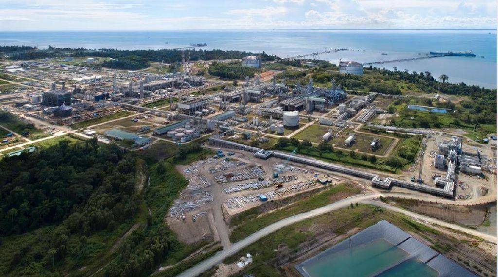 Vaksinasi Massal Sasar Pekerja Kilang Tangguh LNG di Teluk Bintuni