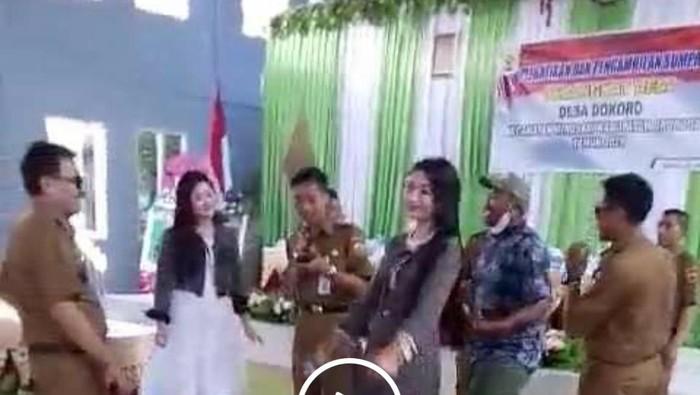 Video viral kades di Grobogan joget bareng biduan dangdut, Jumat (25/6/2021).