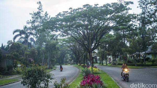 Kami pun mendatangi vila di Cipanas, Cianjur yang sering dijadikan tempat tinggal oleh orang-orang Arab ini. Lokasinya berada di komplek vila Kota Bunga.