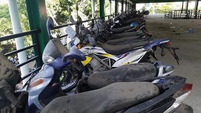 Viral foto motor berdebu yang parkir tahunan di Bandara Ngurah Rai, Bali (Dok istimewa)