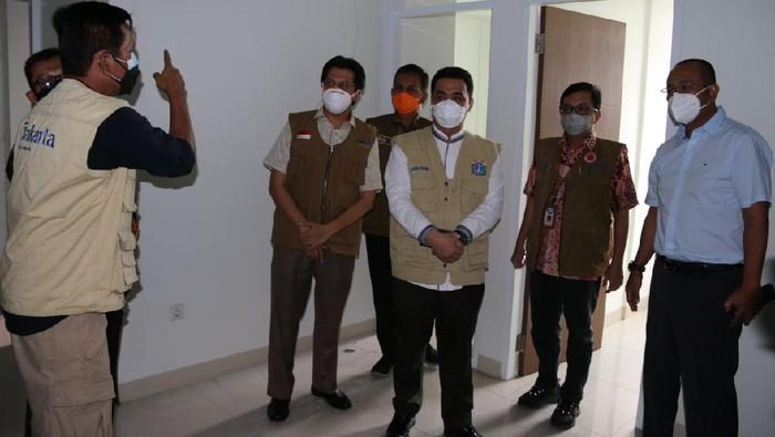 Wagub DKI saat mengecek kesiapan Rusun Pasar Rumput menjadi tempat isolasi pasien Corona (dok. Pemprov DKI)