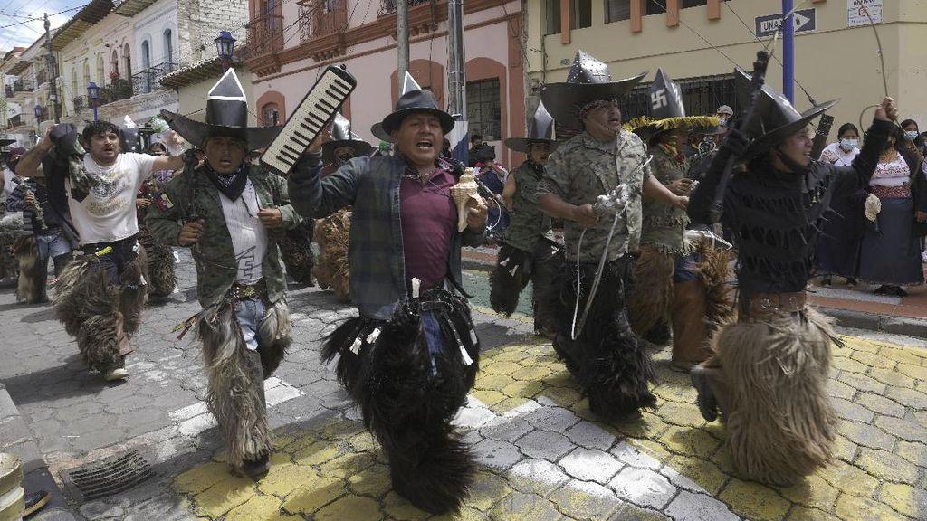 Duh, Warga Ekuador Berkerumun-Tanpa Masker di Festival Matahari