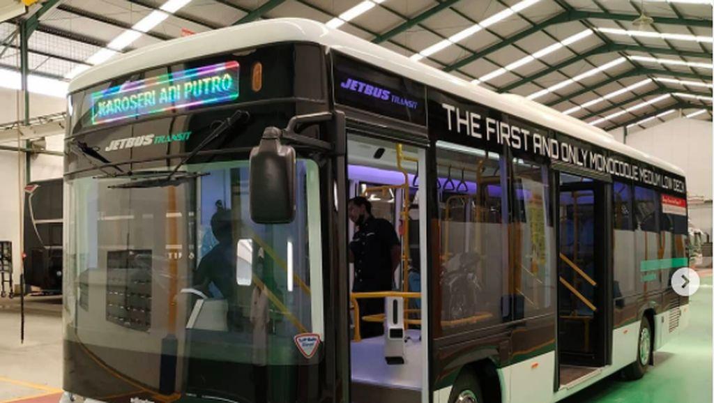 Gantengnya Jetbus Transit Body Monocoque Low Deck Milik Adi Putro