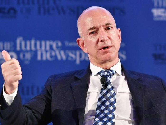 Aneh! Netizen Buat Petisi Agar Jeff Bezos Makan Lukisan Mona Lisa