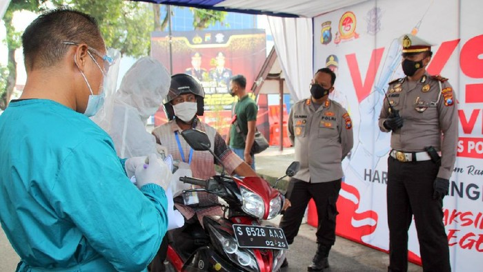 ayanan Vaksinasi COVID-19 yang dikemas dengan sistem Drive Thru digelar di Bojonegoro.