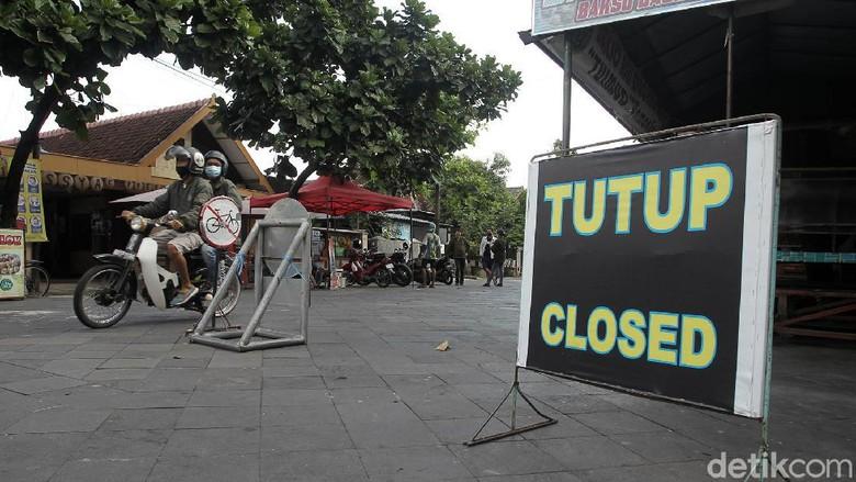 Peningkatan kasus positif COVID-19 di Yogyakarta berdampak terhadap destinasi wisata. Keraton Yogyakarta ditutup sementara untuk wisatawan.