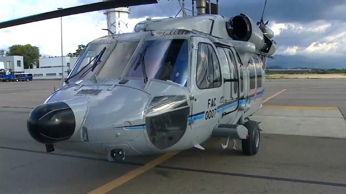 Helikopter kepresidenan Kolombia jadi sasaran tembakan. Heli yang mengangkut gubernur, menteri, hingga presiden itu pun bolong-bolong usai diberondong. Pelaku disebut-sebut organisasi kriminal.