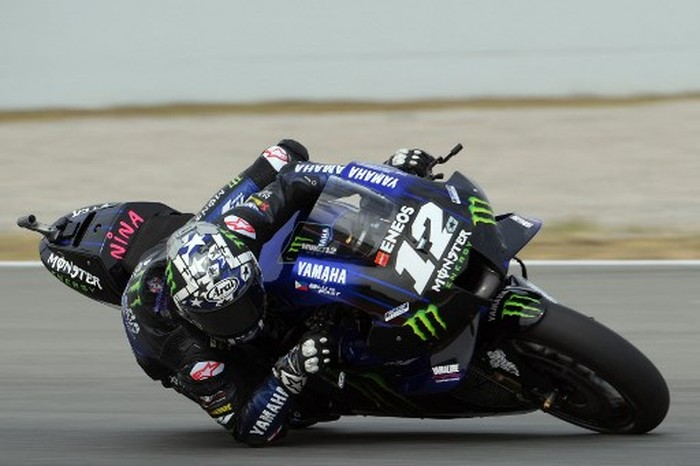 Yamaha Spanish rider Maverick Vinales rides during the first MotoGP free practice session of the Moto Grand Prix de Catalunya at the Circuit de Catalunya on June 4, 2021 in Montmelo on the outskirts of Barcelona. (Photo by LLUIS GENE / AFP)