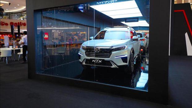 Mobil konsep Honda N7X resmi diperlihatkan di Surabaya.