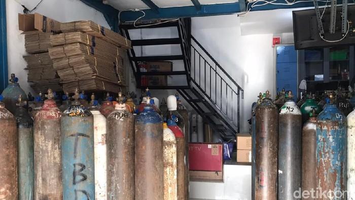 Tabung Gas Oksigen di Pasar Manggis Diserbu Pembeli