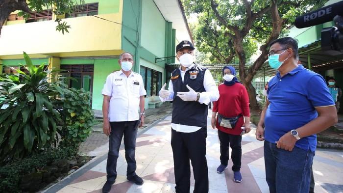Wali Kota Surabaya Eri Cahyadi di Asrama Haji Sukolilo