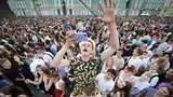 Nekat! Ratusan Wisudawan Rayakan Kelulusan Tanpa Masker di Rusia