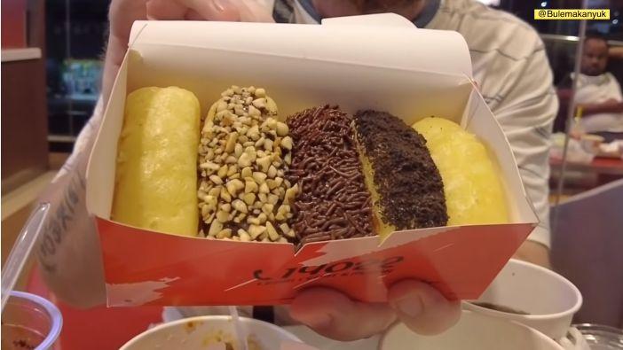Bule Cicip Pukis di KFC Indonesia