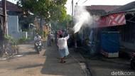 Corona Meningkat, Warga Sawangan Ini Disinfeksi Wilayahnya Sendiri