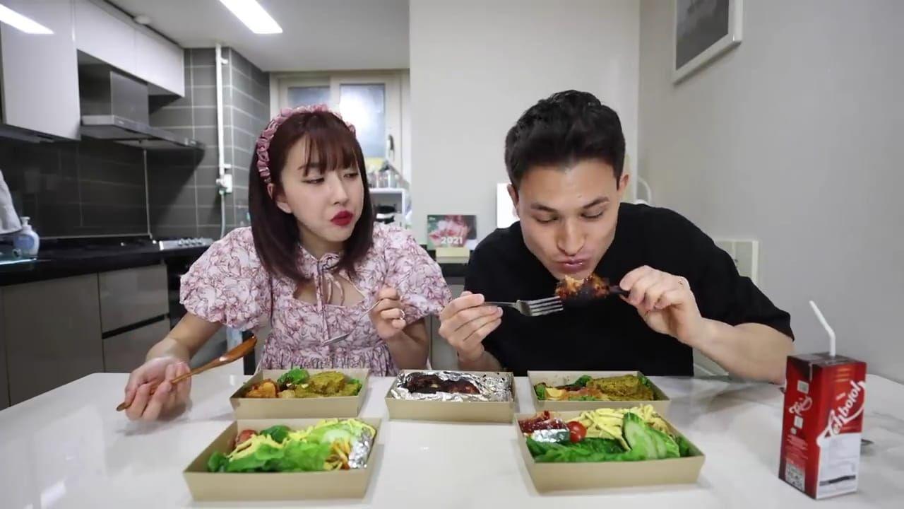 Pasangan di Korea Ini Girang Dapat Hadiah Pernikahan Tumpeng, Ini Komentarnya