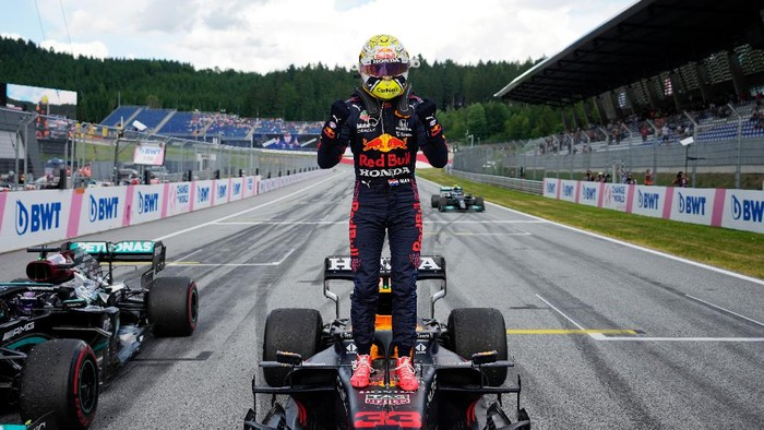 SPIELBERG, AUSTRIA - JUNE 27: Race winner Max Verstappen of Netherlands and Red Bull Racing celebrates in parc ferme during the F1 Grand Prix of Styria at Red Bull Ring on June 27, 2021 in Spielberg, Austria. (Photo by Darko Vojinovic - Pool/Getty Images)