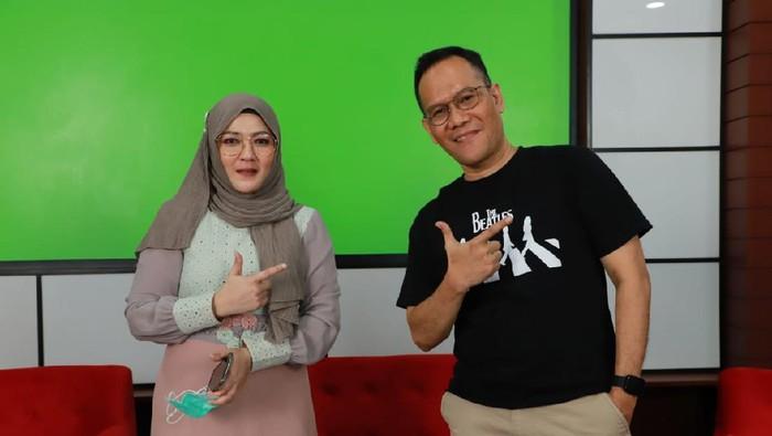 penggerak Jokowi Ahok Social Media Volunteers (Jasmev) Dyah Kartika Rini dan penggerak Relawan Ganti Presiden (RGP) Ari Saptono.