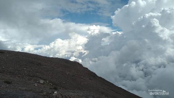 Puncak gunung Marapi
