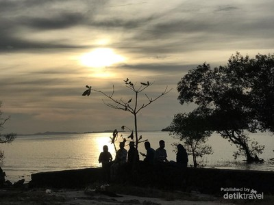 Foto: Sunset Cantik di Tanjung Pendam, Sayang Untuk Dilewatkan
