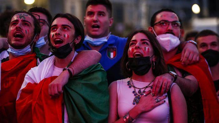 Ditengah lonjakan kasus COVID-19 di Indonesia, 10 negara ini justru tengah berhasil keluar dari pandemi dan memperbolehkan masyarakatnya lepas masker. Indonesia kapan?