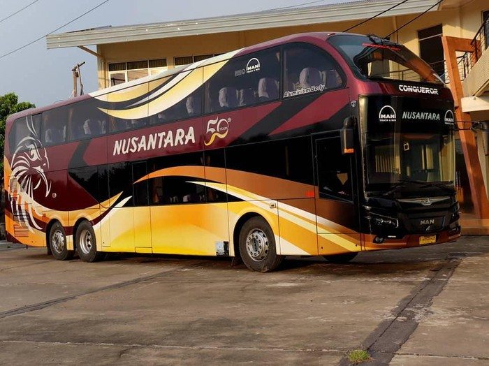 Bus double decker PO Nusantara dengan sasis Man R37