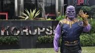 Gedung KPK Digeruduk Thanos, Ada Apa?