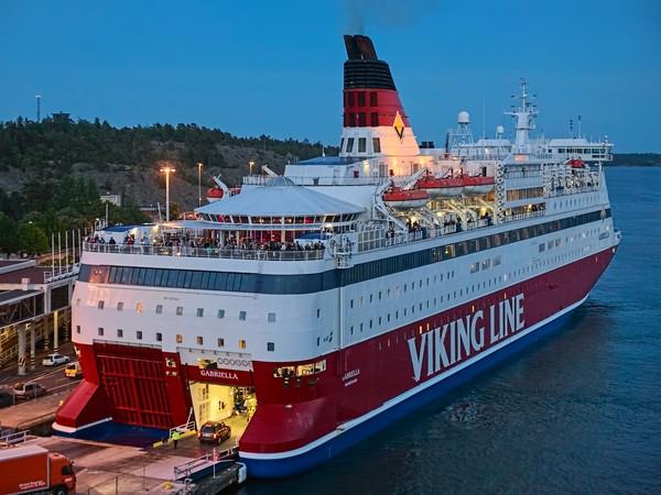 Bersama-sama, para relawan merealisasikan ide membuat rute pelayaran Saint Olav, Raja Norwegia, seorang pejuang Viking. Bak ziarah, proyek ini akan berkeliling Laut Baltik dan berkunjung ke berbagai gereja.