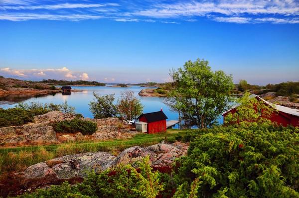 Aland sebuah kepulauan otonom Finlandia yang terletak di Laut Baltik, di antara Finlandia dan Swedia. Pada tahun 2014, para relawan bekerja sama membahas pariwisata berkelanjutan berdasarkan warisan budaya bersama.