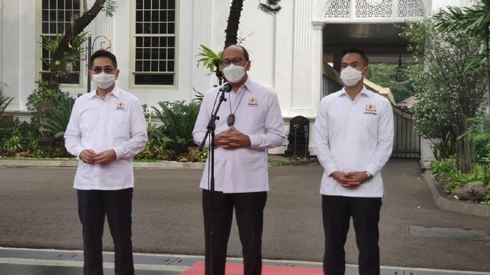 Ketua Umum Kamar Dagang Industri (Kadin) Indonesia Rosan Roeslani mengatakan pemilihan ketua umum baru Kadin sudah mendapatkan keputusan. Dia mengatakan Arsjad Rasjid akan menggantikannya sebagai Ketua Umum Kadin di periode berikutnya.