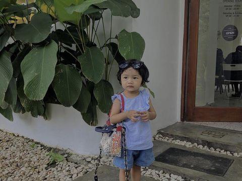 Kisah Adinda Dewi Fitriani yang mengurus anaknya positif Corona.