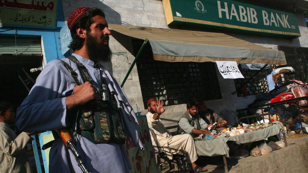 Warga Sipil Terjepit Pertempuran Taliban-Pasukan Afghanistan di Helmand