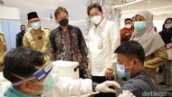 Momen Menkes Tinjau Vaksinasi Massal di Trans Studio Cibubur