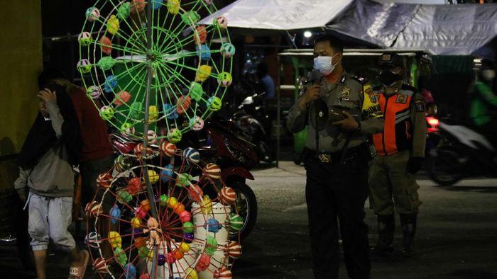Kasus COVID-19 di Tanah Air mengalami peningkatan pascalebaran. Sejumlah daerah di Indonesia pun melakukan berbagai cara guna tekan laju penyebaran virus Corona
