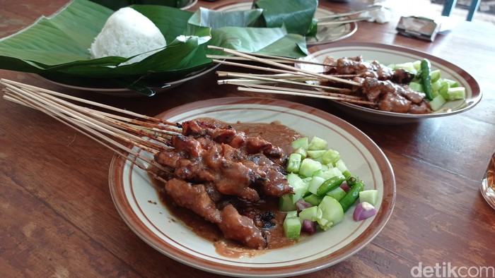 Wajib Mampir! Sate Mang Cacan, Sate Legendaris di Pangandaran yang Empuk Juicy