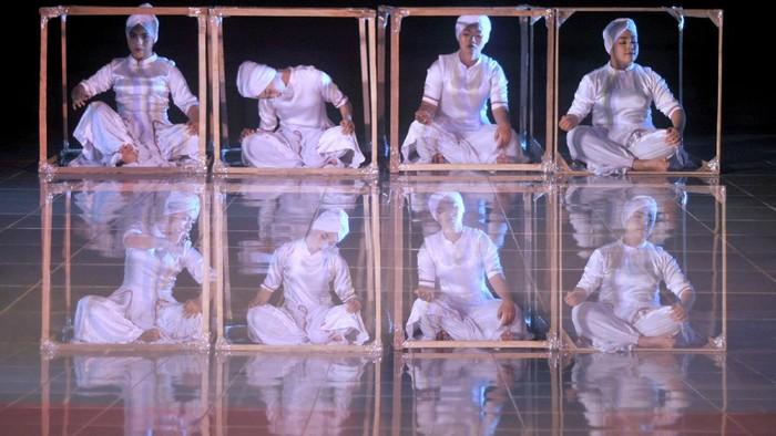 Pandemi COVID-19 tak surutkan semangat para pelaku seni untuk berkarya. Digelar saat pandemi, sejumlah pentas seni pun diselenggarakan secara virtual.