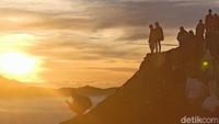 Tak Ada Lawan Indahnya Sunrise di Bromo
