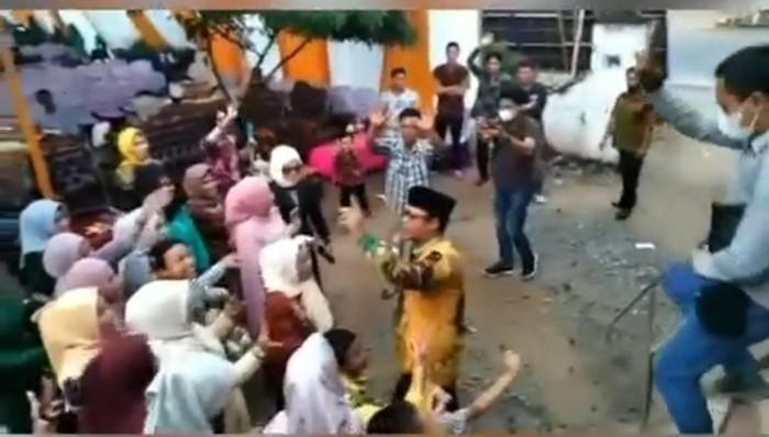 Wabup Lampung Tengah, Ardito Wijaya joget di hajatan saat pandemi