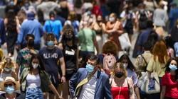 Pemerintah Spanyol cabut aturan wajib bermasker bagi warganya. Saat ini warga Spanyol dibolehkan beraktivitas di luar rumah tanpa masker dengan sejumlah catatan